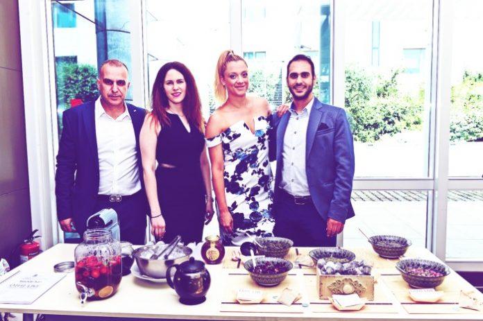 «Τα μέλη της ομάδας O|H| LIVE (από αριστερά) Δημήτρης Παπαδάκος, Εύη Ντούρλαρη, Έλενα Λέκκα, Δημήτρης Κάβουρας».