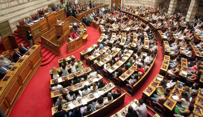 Βουλή: Πρωτοφανές επεισόδιο με βουλευτή της Χρυσής Αυγής που προτρέπει σε πραξικόπημα