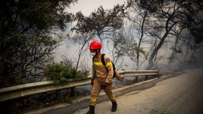 Χανιά: Σε εξέλιξη η πυρκαγιά στον Κακόπετρο του δήμου Πλατανιά