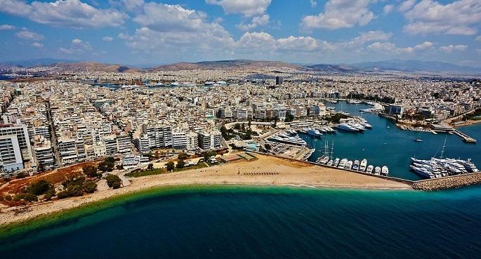 Εκτεταμένος καθαρισμός της παραλίας Φρεαττύδας του Πειραιά