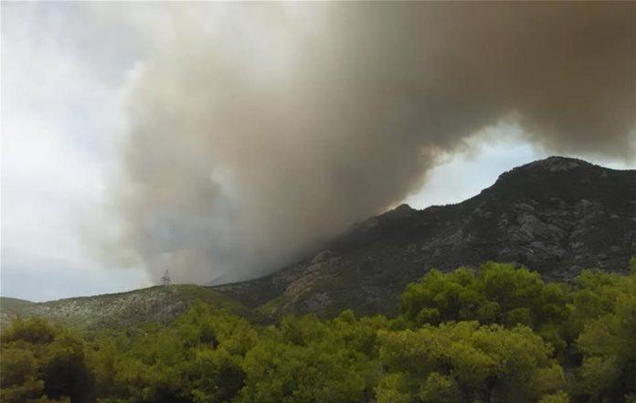 Κορινθία : Μαίνεται η φωτιά στα Γεράνια όρη