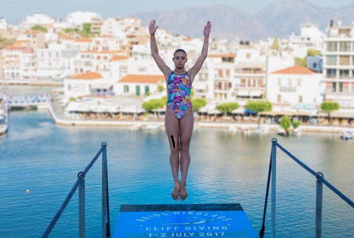 Μαγνήτισαν οι αθλητές του Cliff Diving στον Άγιο Νικόλαο