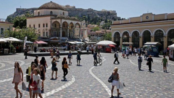 Οι Έλληνες «χρηματοδοτούν» τον εσωτερικό τουρισμό με 2 δισ. ευρώ ετησίως