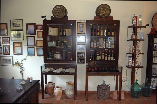Στο μουσείο ποτοποιίας δείτε εργαλεία, μηχανήματα, έγγραφα της ποτοποιίας που χρονολογούνται από το 1880