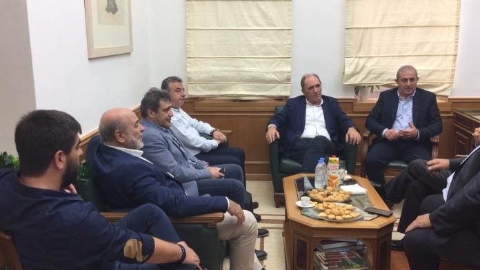 Ενεργειακή σύνδεση Κρήτης και υδρογονάνθρακες στην ατζέντα της συνάντησης Σταθάκη με Αρναουτάκη