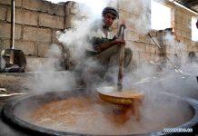 Συρία: Παρά τον πόλεμο οι αγρότες συνεχίζουν να φτιάχνουν το παραδοσιακό πετιμέζι