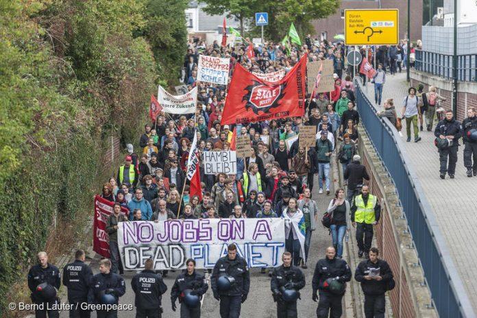 Demonstration against Planned Logging in Hambach Forest in BuirDemonstration gegen geplante RWE Rodung im Hambacher Forst in Buir