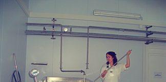 Η Θεσσαλονικιά κτηνοτρόφος που καλλιεργεί τις δικές της ζωοτροφές