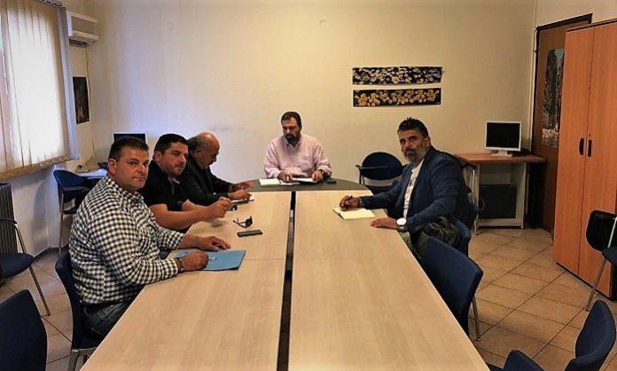 Στελέχη της Ένωσης Ηρακλείου (ΕΑΣΗ) και της Ένωσης Σουλτανοπαραγωγών Κρήτης συνάντησαν τον Υπουργό ΑΑΤ Σταύρο Αραχωβίτη