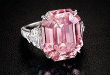 """Το διαμάντι """"Pink Legacy"""" πωλήθηκε αντί 44,3 εκατ. ευρώ"""