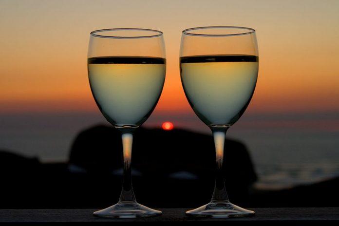 Κάθετη πτώση της κατανάλωσης οίνου στην Ελλάδα