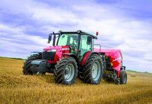 """Το MF 6713 της Massey Ferguson προτάθηκε ως το """"πιο πρακτικό τρακτέρ"""" στο θεσμό 'Tractor of the Year'"""