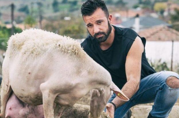 Οι αγρότες από τα Φάρσαλα επιστρέφουν και φέτος με το 2ο ημερολόγιο τους
