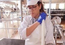 Κρυσταλλία Κυρίτση: «Ο τυροκομικός κλάδος είναι καταδικασμένος να επιβιώσει»