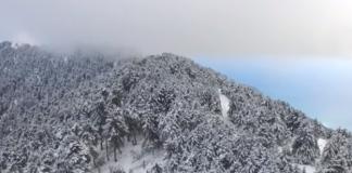 Μαγικές εικόνες από τον επιβλητικό χιονισμένο Αίνο στην Κεφαλονιά (βίντεο)