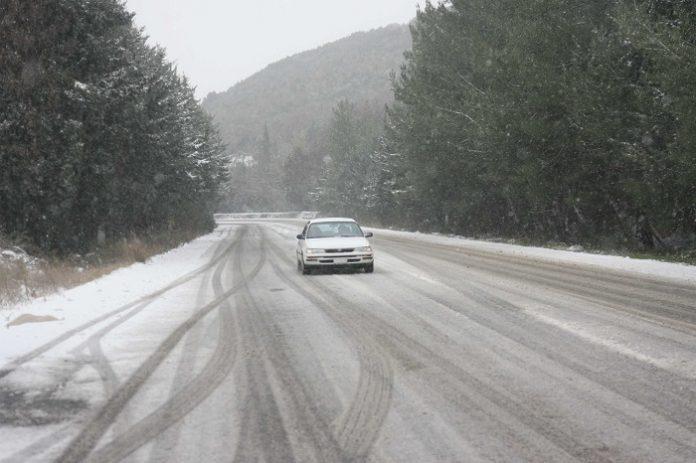 Απαγόρευση της κίνησης φορτηγών λόγω χιονόπτωσης σε Μαλακάσα και Βίλια