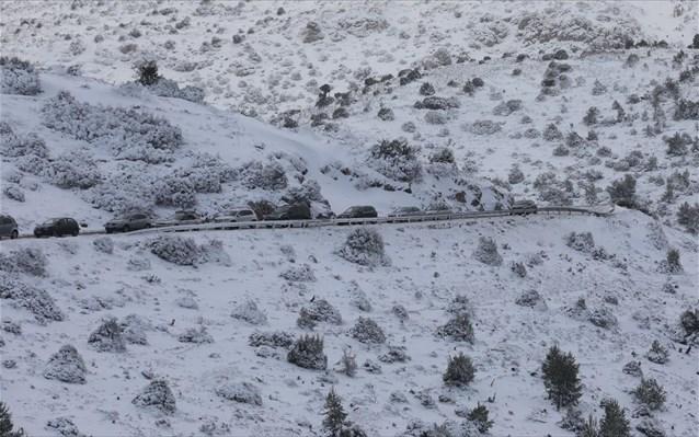 Σε Αρκαδία και Κορινθία τα περισσότερα προβλήματα στην κυκλοφορία αυτοκινήτων λόγω χιονιού και παγετού