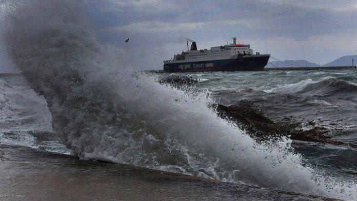 Δεμένα τα πλοία σε Πειραιά, Ραφήνα και Λαύριο - Οι άνεμοι κατά τόπους φθάνουν τα 10 Μποφόρ