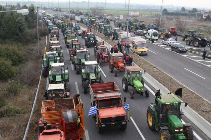 Αποχωρούν το Σάββατο οι αγρότες από τους δρόμους καταγγέλλοντας την κυβέρνηση για εχθρικότητα