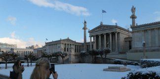 Χιόνια στην Αττική έφερε ο «Τηλέμαχος» (video)