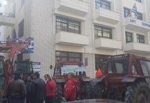Σέρρες: Συμβολική κατάληψη της ΔΟΥ με τρακτέρ από αγρότες