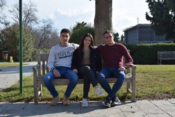 Τα τρία αδέλφια ενώνουν τις δυνάμεις και... τις γνώσεις τους, με στόχο την επέκταση της γεωργοκτηνοτροφικής επιχείρησης των γονιών τους