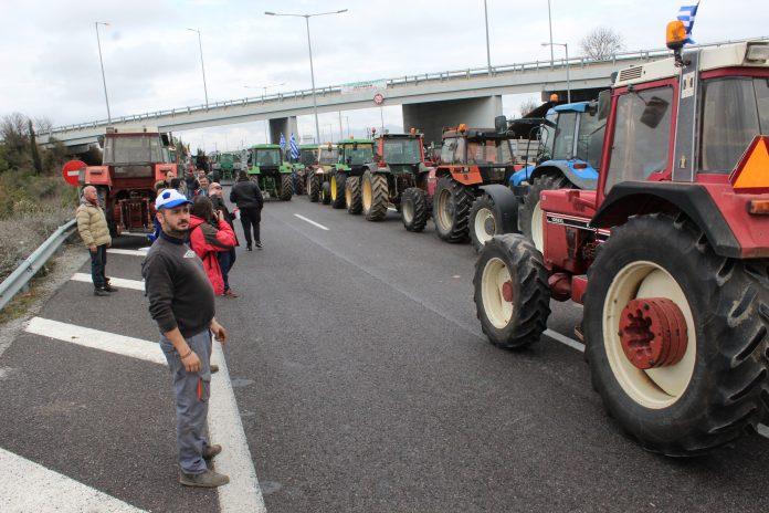 Συνάντηση με την κυβέρνηση αποφάσισαν οι αγρότες στην πανελλαδική σύσκεψη των μπλόκων