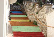 Χρωματιστές σκάλες στις γειτονιές της Καβάλας