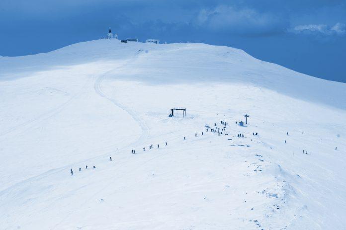 Διακοπή κυκλοφορίας προς το χιονοδρομικό κέντρο Βόρας λόγω χιονόπτωσης και ισχυρών ανέμων