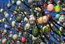 Το Δέντρο του Πάσχα με αβγά στα κλαδιά