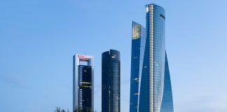 Εκκενώθηκε στην Ισπανία ουρανοξύστης που στεγάζει πρεσβείες έπειτα από απειλή για βόμβα