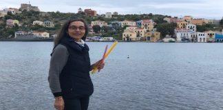 Ταξιδεύει κάθε χρόνο από Ορεστιάδα-Καστελόριζο για να κατασκευάσει λαμπάδες μαζί με μικρούς μαθητές