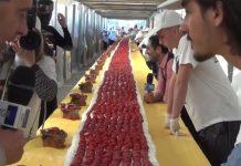 Ρεκόρ Γκίνες για 60.48 μέτρων τούρτα με φράουλες