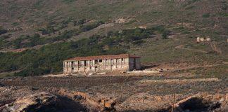 Κατεδάφιση αυθαιρέτων κτισμάτων στη Μακρόνησο