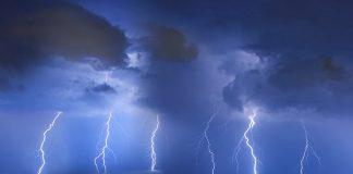Μέσα σε μία ώρα 680 κεραυνοί και 60 χιλιοστά βροχής έπεσαν στην Αττική