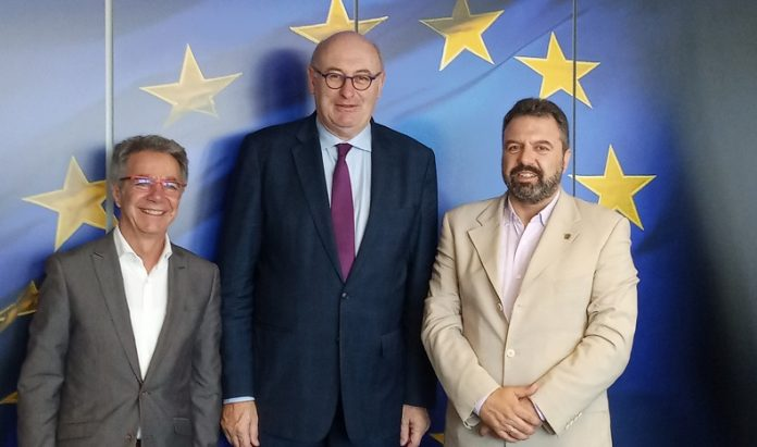 Συνάντηση Αραχωβίτη με Hogan για τη στήριξη της ελληνικής ελαιοπαραγωγής