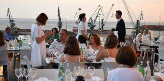 «Δείπνο στα λευκά» συνοδεία Samos Grand Cru
