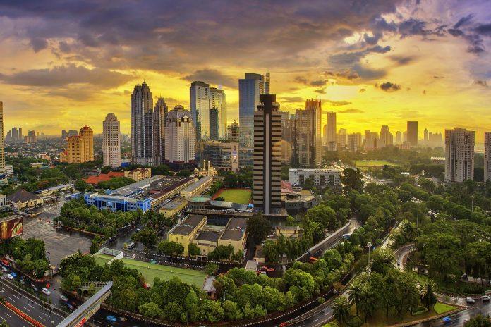 Η Ινδονησία αναγκάζεται να αλλάξει πρωτεύουσα επειδή...βυθίζεται