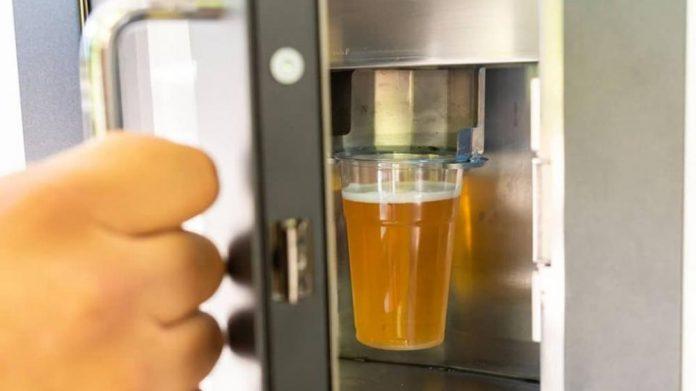 «Πιες Μπύρα»: Ο πρώτος αυτόματος πωλητής ήρθε στο Θησείο