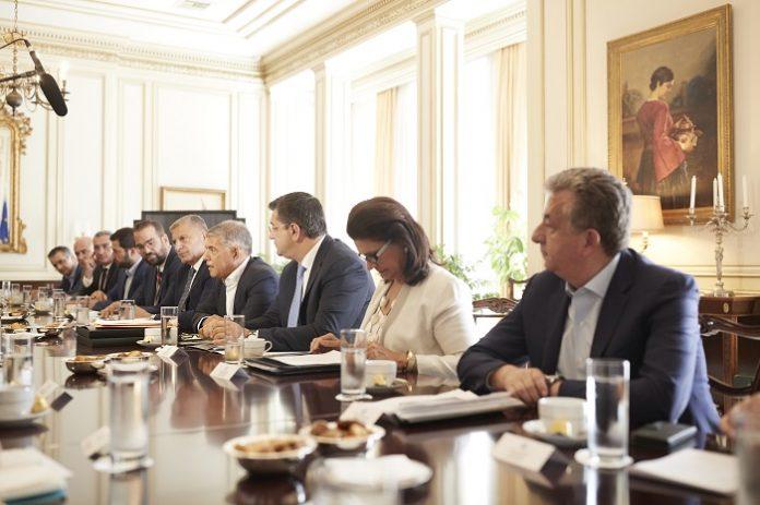 ΒΟΑΚ, αεροδρόμιο και έργα ανάπτυξης της Κρήτης έθεσε στον Πρωθυπουργό ο Περιφερειάρχη
