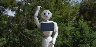 Συνεργασία «Δημόκριτου» και Διεθνούς Αερολιμένα Αθηνών, για τα δύο ρομπότ Pepper του αεροδρομίου