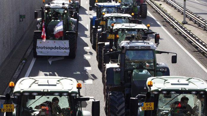 Ολλανδοί αγρότες προκαλούν ξανά μποτιλιαρίσματα στην τρίτη τους κινητοποίησης