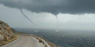 «Δίδυμοι» υδροσίφωνες σχηματίστηκαν πάνω από τη θάλασσα στην Κρήτη (βίντεο)