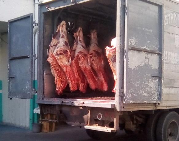 Παραβάσεις σε φορτηγά ψυγεία με κρέατα γύρω από το Ρέντη εντόπισαν ελεγκτές του ΣΥΚΕΑΑΠ