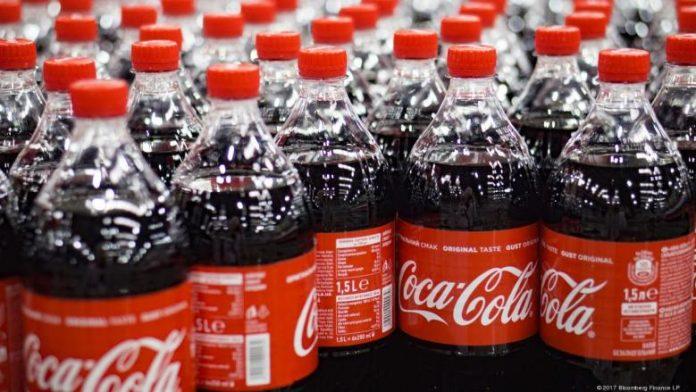 ΗΠΑ: Οι καταναλωτές εξακολουθούν να θέλουν τα πλαστικά μπουκάλια, λέει η Coca-Cola