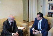 Για την ανάπτυξη της ελληνικής οικονομίας συζήτησαν ο πρόεδρος της ΕΤΕπ με τον υπουργό Ανάπτυξης