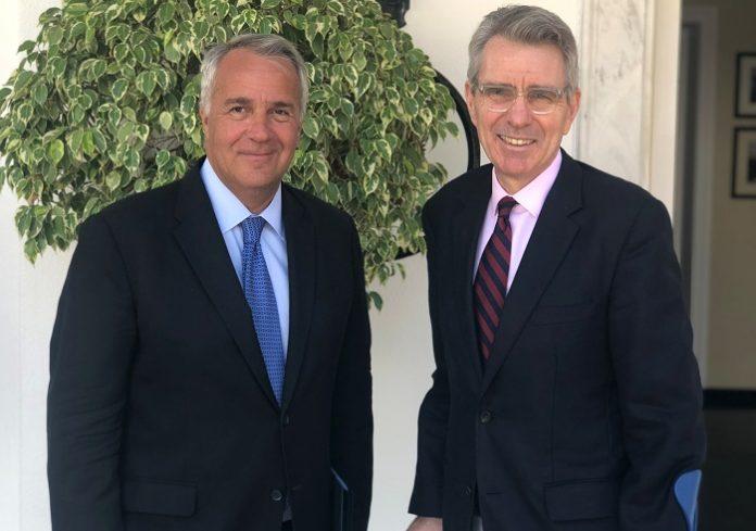 Ελαιόλαδο και κομπόστα στις συζητήσεις με τον Αμερικανό Πρέσβη