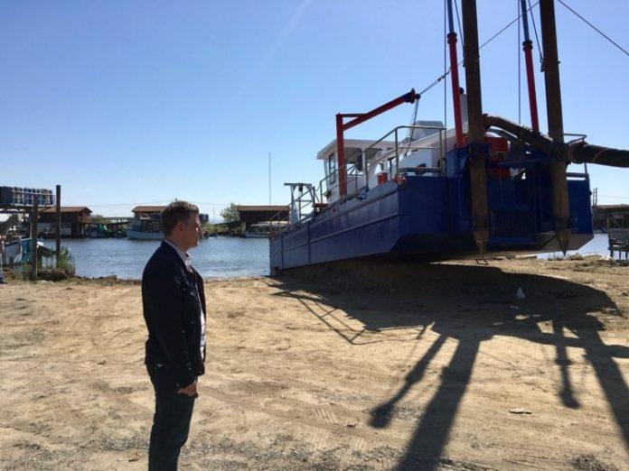 Καθαρισμός των εκβολών του Λουδία για διευκόλυνση πρόσβασης στις οστρακοκαλλιέργειες