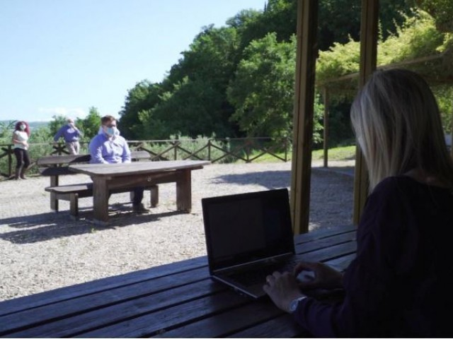 Πτυχιακές εξετάσεις κάτω από τις ελιές - Η Γεωργική Σχολή στην Ούμπρια βρήκε τη λύση απέναντι στον κορωνοϊό