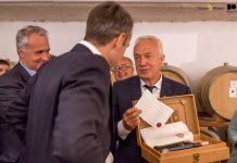 Επίσκεψη του Πρωθυπουργού στο οινοποιείο της SantoWines